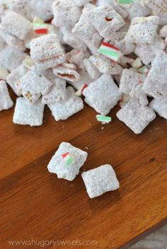 Peppermint Puppy Chow: Easy no bake muddy buddies recipe!  Perfect for holidays! holiday, puppi chow, peppermint puppi