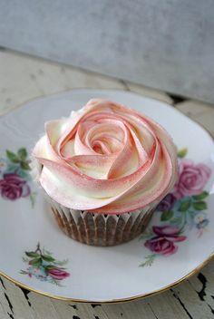 buttercream roses cake, beautiful cupcakes, cupcakes decoration, cupcake rose decoration, rose swirl, buttercream icing cupcakes, cupcake decoration, simple cupcake, cupcak decor