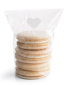 Simple favors: white macaroons