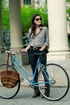cycle chic, bicycl, outfit, street styles, ride a bike, black jeans, blues, shirt, bike style