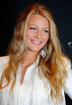 Blake Lively Loose Half Up Half Down Hairstyle | Hairstyles Weekly