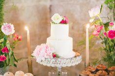 White wedding cake: http://www.stylemepretty.com/little-black-book-blog/2014/04/28/romantic-al-fresco-temecula-wedding/   Photography: One Love - http://onelovephoto.com/