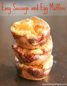 #ad Easy egg and sausage muffins made using crescent rolls and breakfast sausage #TheWrightBreakfast #cbias #breakfast #recipe #sausage