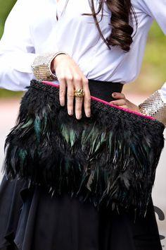 DIY Maxi clutch con plumas | Crímenes de la Moda en stylelovely.com