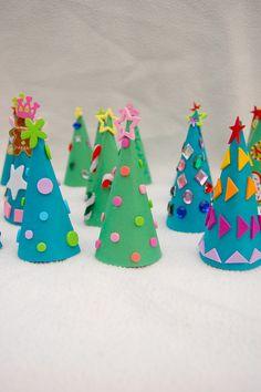 ikat bag: Paper Christmas Tree Advent Calendar christmas crafts, paper christma, handmad advent, advent calendars, christma tree, calendar ide, christma craft, paper trees, christmas trees