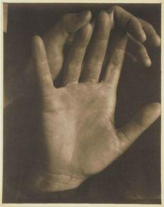 Paul Strand, Rebecca's hands, New York (1923)