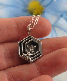bee knee, simpl jewelri, cafe idea, addi jewelri, honeycomb necklac, sterling silver, bee jewel