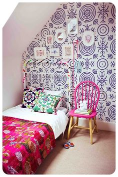 girl's bedroom with wallpaper accent wall #blue #pink