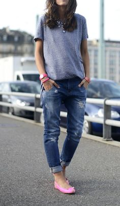 Boyfriend jeans, tee and a statement necklace. #jeans #tee #fashion