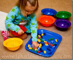 Sorting color bears {33 months} #totschool #tottrays
