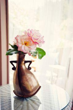 A vase with attitude! decor, galleries, vase, attitud, alice in wonderland, flower pots, beauty, flowers, the beast