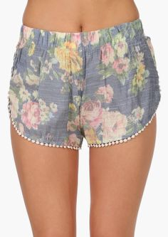 love these floral shorts with itty bitty pom poms :D
