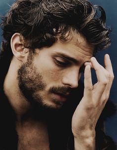 Very few men can pull of a beard IMHO. This is one of them. Jamie?
