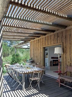 Deco on pinterest mesas primitive cabinets and mosaic for Jardin al aire libre de madera deco