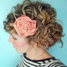 How to make a fabric flower headband. I want my hair to look like this... Diy Headband, Flower Headbands, Fabric Flowers, Accessori, Flower Tutorial, Peanut Butter, Make Flowers, Flower Hair, Curly Hair