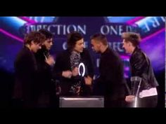 """One Direction Win the Global Success Award at The Brit Awards 2014. """"sorry i was having a wee"""""""