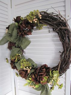 Green #burlap #wreath against the white to show the color better  www.facebook.com/wreathswithareason