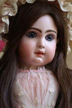 Layaway-Astoundingly Beautiful Tete Jumeau 15 with Gorgeous Eyes
