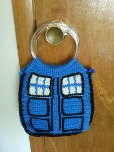 Tardis Bag by TheHappyHooker Free Pattern: http://happyhooker.wordpress.com/2012/09/24/tardis-bag/  #TheCrochetLounge #DrWho Collection