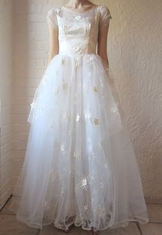 50s wedding dress // ivory tulle and satin // floral applique  336.00