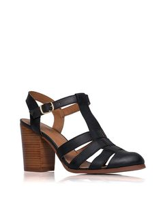 I love the black and brown combo on these strappy sandals