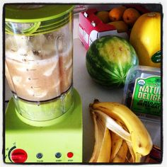 High carb raw vegan 1000 calorie smoothie! Low fat, and gives an amazing boost of energy.