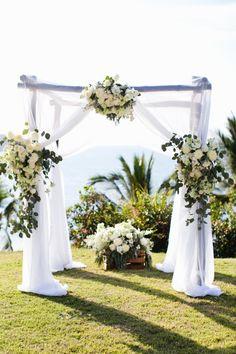 BEAUTIFUL chuppah: http://www.stylemepretty.com/destination-weddings/2014/10/01/fun-sayulita-mexico-wedding/ | Photography: Kate Price - http://katepricephotography.com/