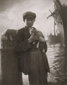 turnofthecentury:liquidnight:Harold Cazneaux    The Ship's Cat, Sydney, circa 1912  From Harold Cazneaux - The Quiet Observer