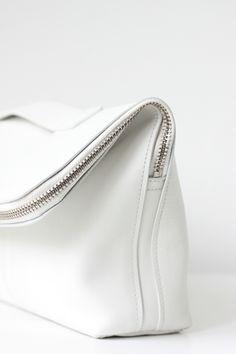 White minimal modern bag #Colgate #OpticWhite #WeddingMonth http://bit.ly/1lc9DHM minimal bags, leather fashion, handbag, purs, white bag, clutch, big bags, white leather bag, leather bags