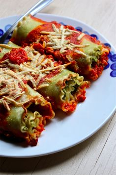 The Betty Crocker Project: Vegan Sausage & Spinach Pesto Lasagna Rolls | #vegan #recipes