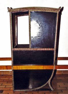 Sedan Chair Original at Ulster Folk and Transport Museumdebrawenlock.co.uk