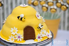 bubble bee hive cake