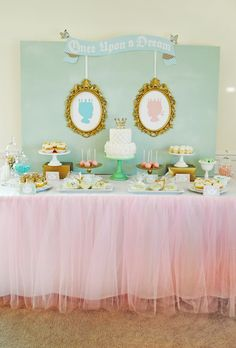 Royal-themed Baby Shower - so elegant for a baby boy or girl (or both!) #babyshower #desserttable