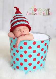 polka dot bucket/striped hat