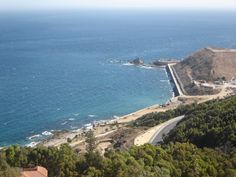 Às vezes parece que Ceuta é um lugar distante, sem muito interesse na sua posição geográfica. No entanto, se você pesquisar um pouco mais, descobre que Ceuta é uma cidade grande com muitos monumentos interessantes, fabulosas praias e lugares onde a vegetação é abundante e com uma população cosmopolita que reúne pessoas de todas as religiões e culturas, hindu, judaica, muçulmanos, sendo que a turbulenta história de Ceuta contribuiu para as circunstâncias peculiares da cidade.