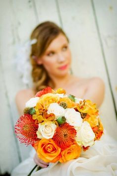 Loving the fun and punchy colors in this #weddingbouquet!