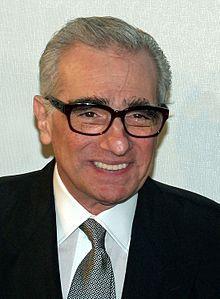 Martin Scorsese est un réalisateur américain, né en 1942 à Flushing (New York, États-Unis).  L'œuvre de Scorsese aborde des thèmes tels que l'identité italo-américaine, les notions catholiques de culpabilité et de rachat, le machisme et la violence. Scorsese est largement considéré comme l'un des cinéastes américains les plus importants et influents de son époque, grâce à des classiques tels que Taxi Driver, Raging Bull et Les Affranchis, tous avec l'acteur Robert De Niro.