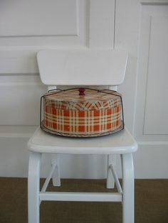 Vintage Plaid Cake Carrier