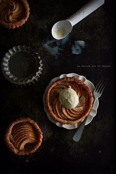 Just gorgeous: tart049 Tartelettes aux pommes #photography #foodphotography tartelett aux, appl pie, apple pies