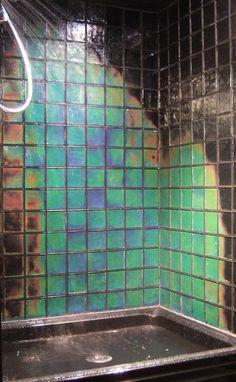 Temperature-sensitive shower tiles
