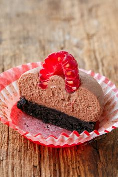 No-Bake Chocolate Raspberry Mousse Tartlets by loveandoliveoil: Great with either white or bittersweet dark chocolate. #Tartlets #Raspberry #Chocolate_Mousse