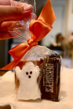 Ghost Peep S'more Snack Kit ♥  How-to:  1 graham cracker, 1 fun-size Hershey bar, 1 ghost Peep. Place in a clear cello bag with a pretty orange ribbon. Voila!