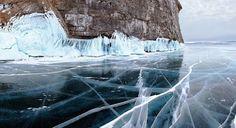 Hielo en el lago Baikal, Rusia.