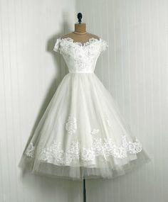 1950's Priscilla of Boston White Chantilly Lace & Tulle Tea Length Wedding Dress~ STUNNING!