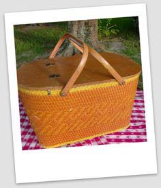 """""""Vintage"""" Picnic Basket"""
