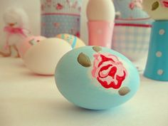 Blue and red roses on Easter eggs - love it!