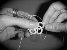 learning needle tatting (instructions for flower 'pendant' - make loads of flowers and you can connect them)