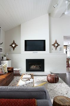 A Designer-Worthy DIY to Camouflage Your TV Common Decor, Living Rooms, Tv Walls, House'S Tweaking, Planks Wall, Gas Fireplaces, Fireplaces Wall, Decor Dilemma, Diy Projects