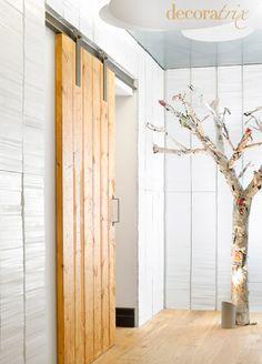 puerta corredera de tablones de madera reciclada