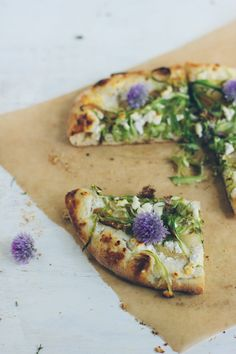 olive oil flatbread with asparagus and caramelized onion spread | bread in 5